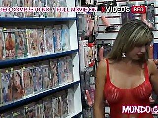 Loira gostosa fazendo sexo com o atendente pauzudo (ANAL)