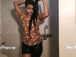 desi indian top model Alia Advani from punjab taking shower