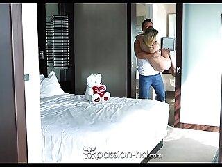 Passion-HD - Little Dakota Skye gives Johnny a sexy treat